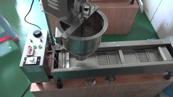 Portable Commercial Mini Donut Machine , Industrial Donut Maker User Friendly